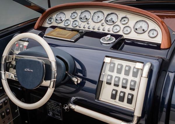 ultramaryachts-aquariva-no10-2001-automatic-gear-box