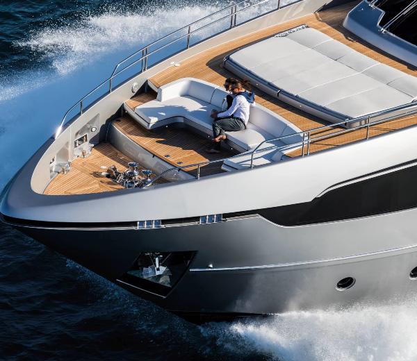 ultramaryachts-riva-100-corsaro-bow-area