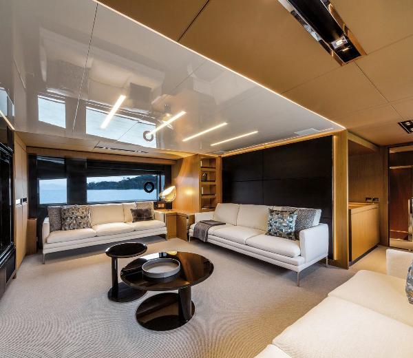 ultramaryachts-riva-100-corsaro-entertaintment-room