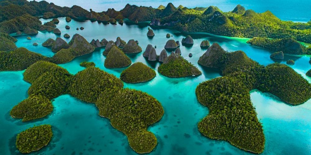 ultramaryachts-indonesia_raja_anpat_cover